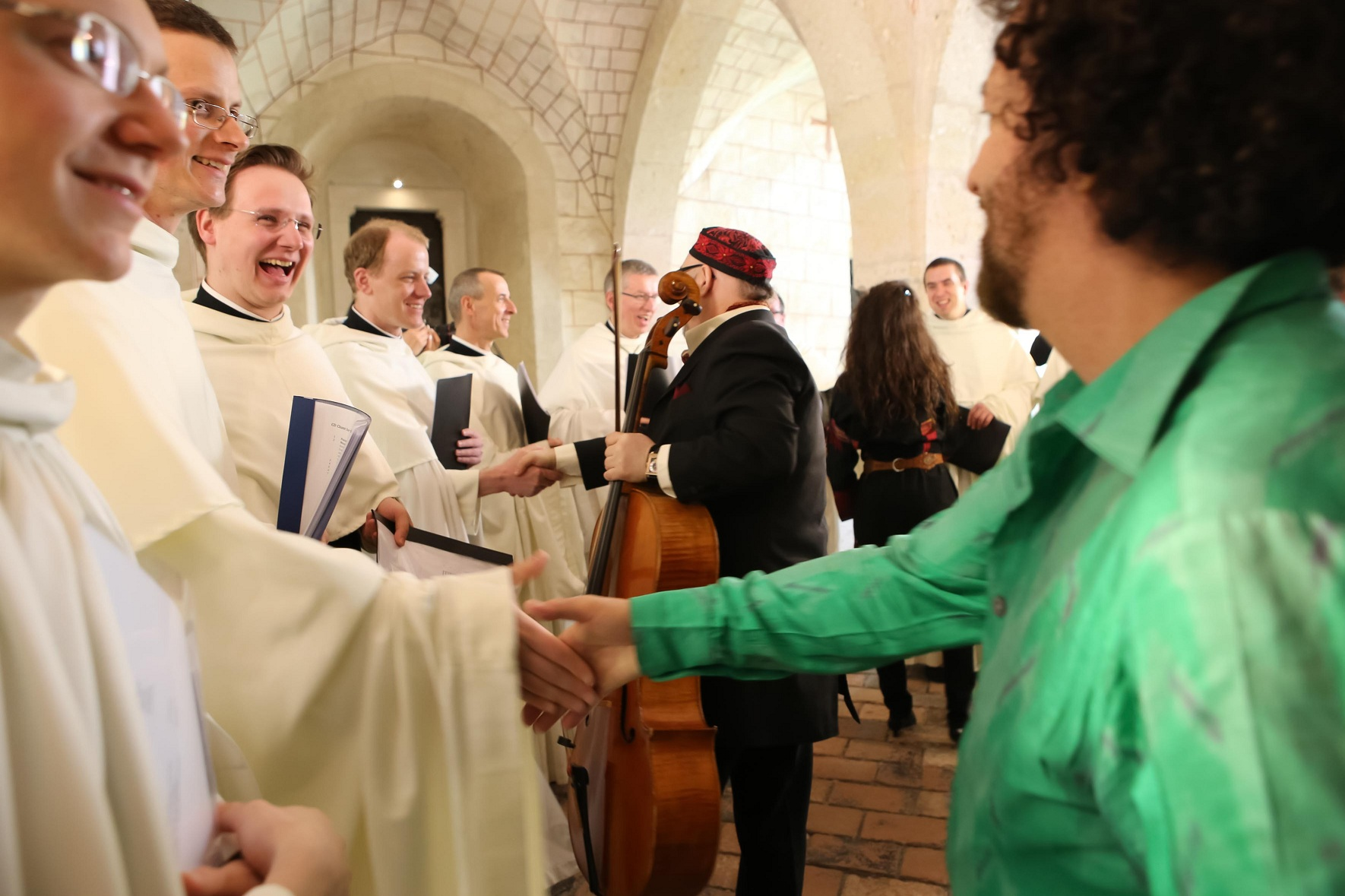 Zisterziensermönche und Elias Meiri bei der Produktion der CD Chant for Peace. Fotocredit: DG/Andreas Lepsi